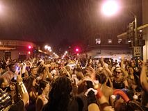 Dança dos povos no no partido de rua de Dia das Bruxas do bairro chinês fotografia de stock royalty free