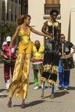 Dança em pernas de pau Havana Imagens de Stock Royalty Free