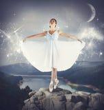Dança em uma rocha fotografia de stock