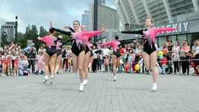 Dança fêmea, exposição 2014 dos esportes, Kiev, Ucrânia video estoque