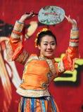 Dança fêmea justa/chinesa do templo do festival de mola Fotografia de Stock Royalty Free