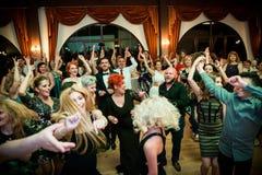 Dança feliz do banquete de casamento Fotos de Stock Royalty Free