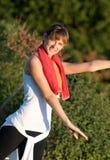 Dança/ioga aeróbias no parque Imagens de Stock Royalty Free