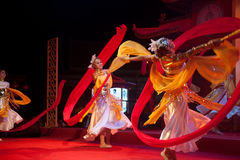 Dança moderna chinesa no ano novo chinês. Imagens de Stock