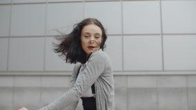 Dança moderna do hip-hop da dança da mulher, estilo livre contemporâneo do dançarino fêmea 'sexy' vídeos de arquivo