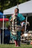 Dança nativa da mulher imagem de stock royalty free