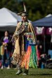 Dança nativa da mulher fotografia de stock royalty free