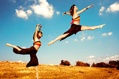 Dança no campo fotografia de stock