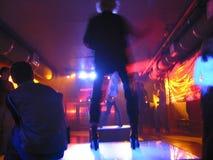 Dança no clube imagem de stock