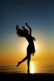 Dança no por do sol Fotografia de Stock Royalty Free