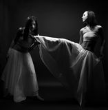 Dança no semidarkness imagens de stock