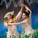 Dança popular de Myanmar Fotos de Stock