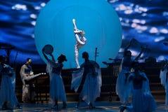 Dança: a porcelana azul e branca fotos de stock royalty free