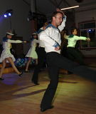 A dança que o bullseye executou por dançarinos, atores do marinheiro do trupe do auditório do estado de St Petersburg foto de stock royalty free