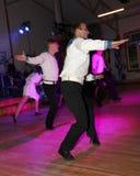 A dança que o bullseye executou por dançarinos, atores do marinheiro do trupe do auditório do estado de St Petersburg imagem de stock royalty free