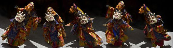 Dança ritual antiga da Lama budista nas máscaras, panorama da foto Foto de Stock Royalty Free