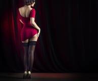 Dança 'sexy' da mulher na fase Imagens de Stock