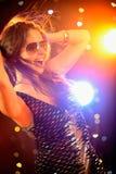 Dança 'sexy' da mulher no clube nocturno Imagem de Stock Royalty Free