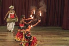 Dança tradicional e desempenho do rufar, mostra cultural, Kandy, Sri Lanka imagem de stock royalty free