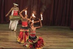 Dança tradicional e desempenho do rufar, mostra cultural, Kandy, Sri Lanka imagens de stock