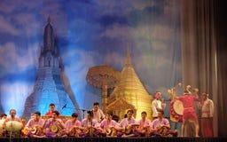 Dança tradicional tailandesa do cilindro Imagem de Stock