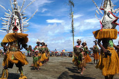 Dança tribal tradicional no festival da máscara Imagem de Stock