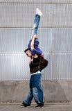 Dança urbana nova do lúpulo do quadril dos dançarinos dos pares urbana Imagens de Stock Royalty Free