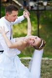 Dança Wedding no parque Fotografia de Stock Royalty Free