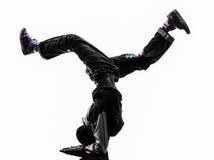 Dançarino acrobático da ruptura do hip-hop que breakdancing o pino do homem novo imagens de stock royalty free