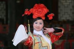 Dançarino chinês fêmea Imagens de Stock