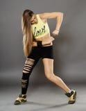 Dançarino da rua que faz movimentos Imagem de Stock