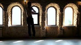 Dançarino de bailado masculino muscular considerável video estoque