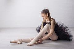 Dançarino de bailado no vestido bonito foto de stock royalty free