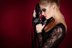 Dançarino de bailado no vestido preto no fundo vermelho Fotografia de Stock