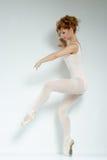 Dançarino de bailado. Trem no estúdio. fotografia de stock royalty free