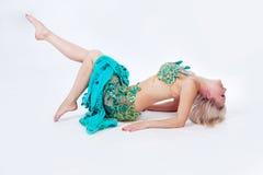 Dançarino de barriga em um vestido verde. Fotografia de Stock