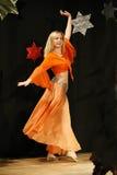 Dançarino de barriga fêmea fotografia de stock royalty free