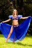 Dançarino de barriga no azul Imagens de Stock Royalty Free