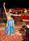 Dançarino de barriga profissional que está sendo filmado Fotografia de Stock