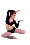 Dançarino de Contempopary na pose no assoalho Fotografia de Stock Royalty Free