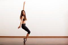 Dançarino de torneira bonito que tem o divertimento fotos de stock royalty free