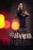 Dançarino do flamenco no vestido com às bolinhas Foto de Stock