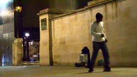 Dançarino do patim de rolo da rua de Londres no quadrado de Trafalgar video estoque