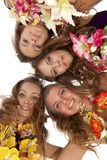 Dançarino havaiano bonito Girlsstanding de Hula Fotos de Stock Royalty Free