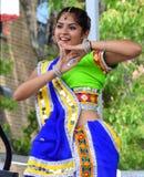 Dançarino indiano no verão do bairro chinês justo imagem de stock