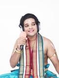 Dançarino masculino que canta Imagens de Stock Royalty Free