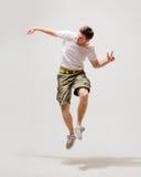 Dançarino masculino que salta no ar Fotos de Stock