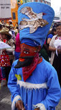 Dançarino mexicano com um traje azul e uma máscara vermelha Fotos de Stock Royalty Free