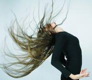 Dançarino novo com cabelo longo imagens de stock royalty free