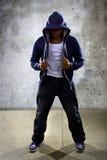 Dançarino urbano em um fundo concreto fotos de stock royalty free